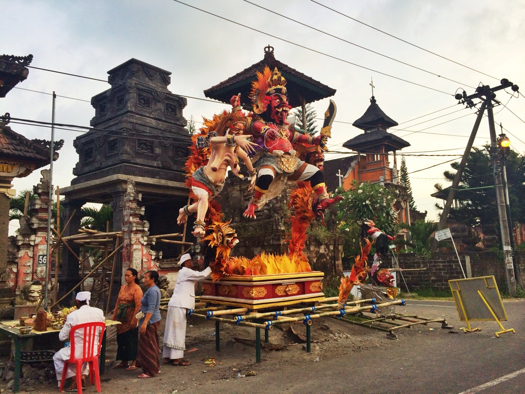 Подготовка к шествию Ого-Ого Бали