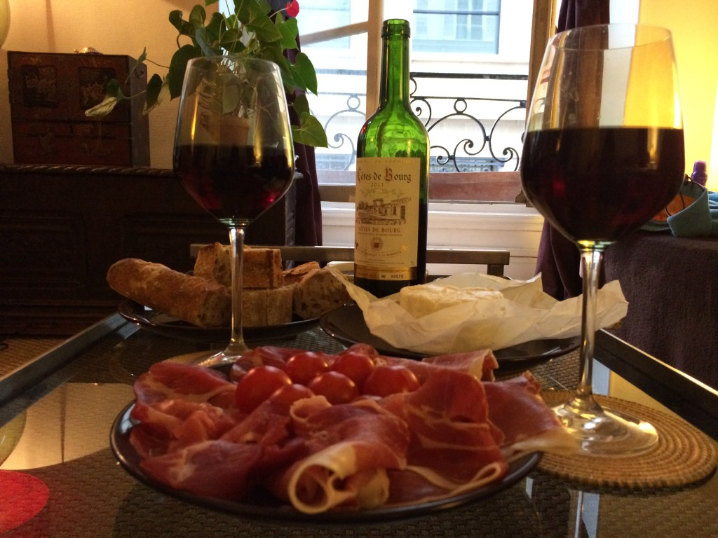 Ужин в Парижской квартире