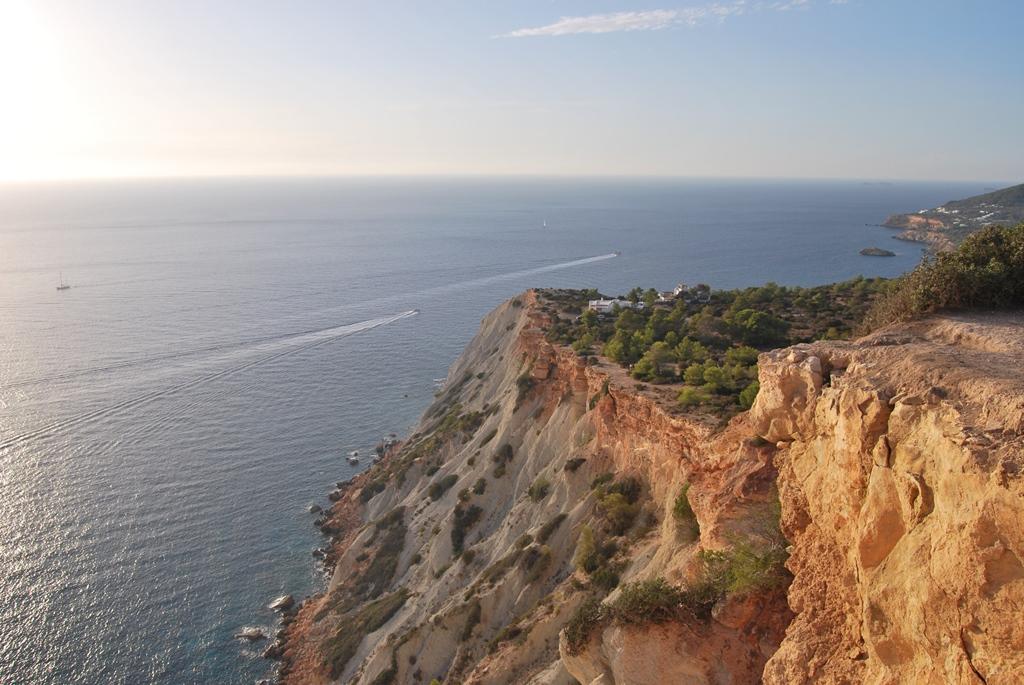 Смотровая на скалу es Vedra Ibiza