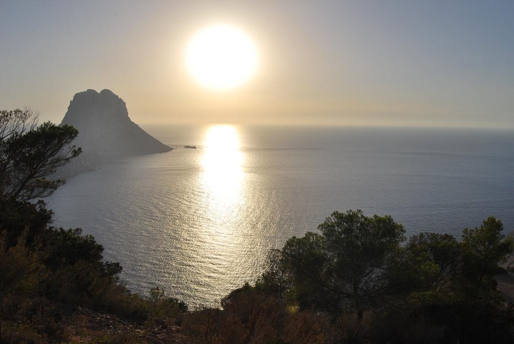 Закат с видом на скалу Es Vedra Ibiza