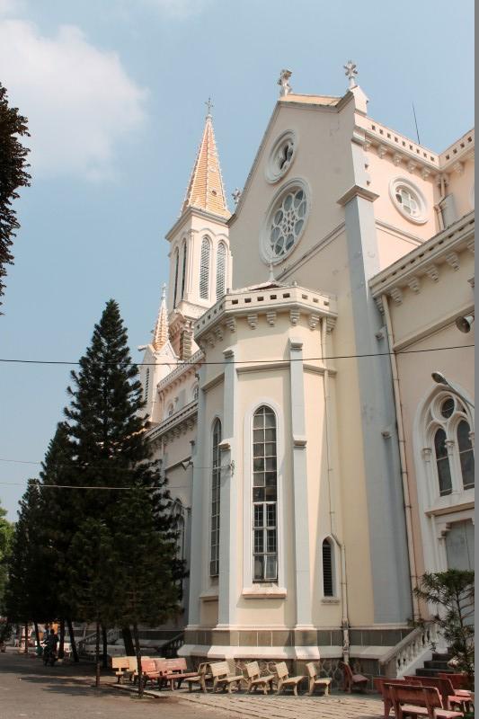 Католический собор Хошимин