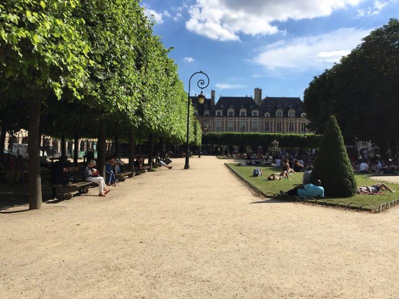 Площадь Вогезов Париж